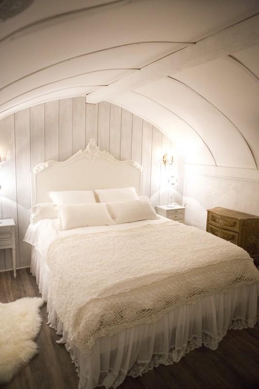 Appartamento romantico e shabby chic decorato da Le Grenier d Alice cucina e camera da letto romantica shabby casa
